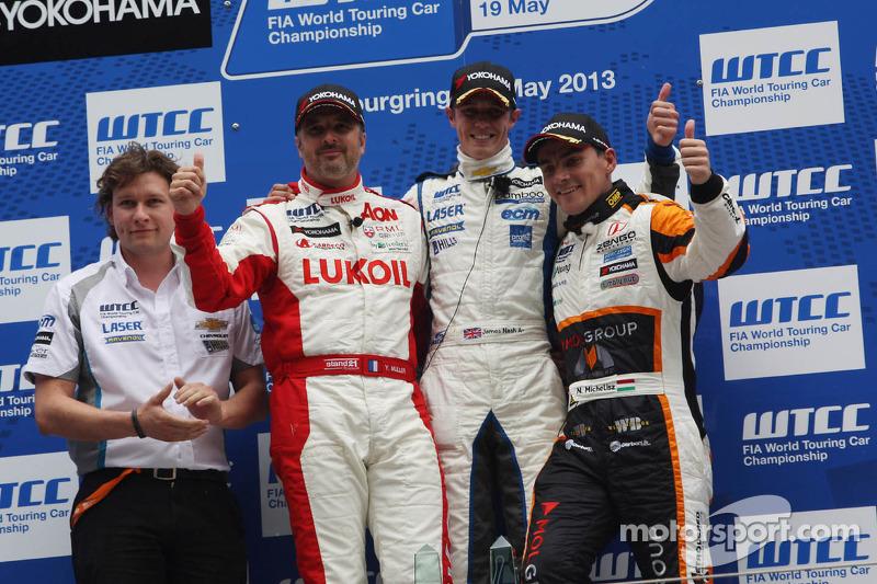 1e plaats James Nash, Chevrolet Cruze 1.6T, RML en 3e plaats voor position Norbert Michelisz, Honda Civic, Zengo Motorsport