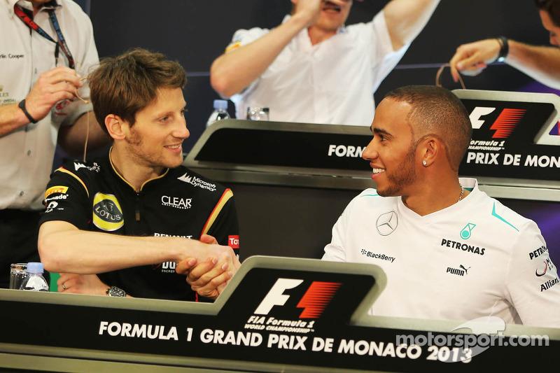 (L naar R): Romain Grosjean, Lotus F1 Team en Lewis Hamilton, Mercedes AMG F1 bij de FIA-persconfere