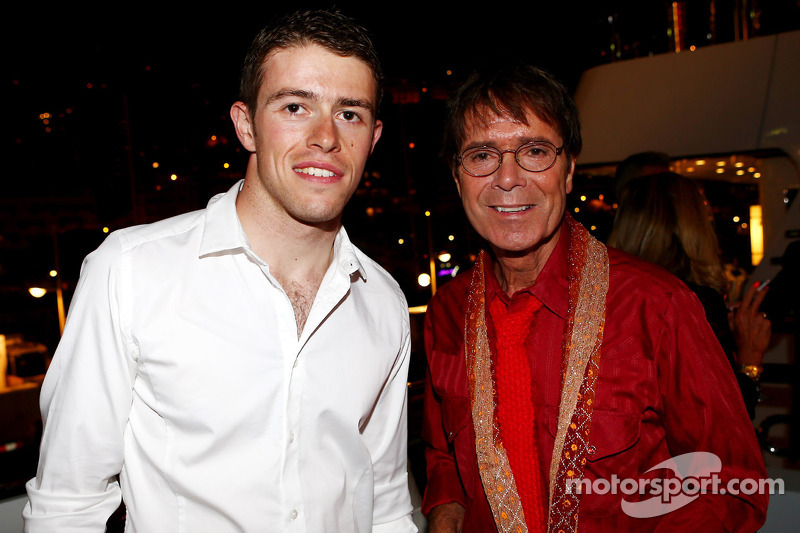 (L naar R): Paul di Resta, Sahara Force India F1 met Sir Cliff Richard, Popster bij de Signature F1