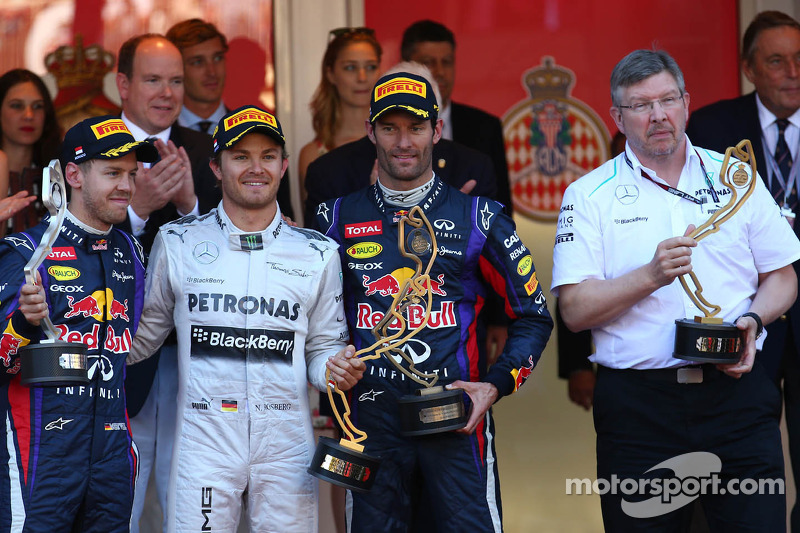 1e plaats Nico Rosberg, Mercedes AMG F1 W04, 2e plaats voor Sebastian Vettel, Red Bull Racing en 3e plaats voor Mark Webber, Red Bull Racing en Ross Brawn, Teambaas Mercedes AMG F1