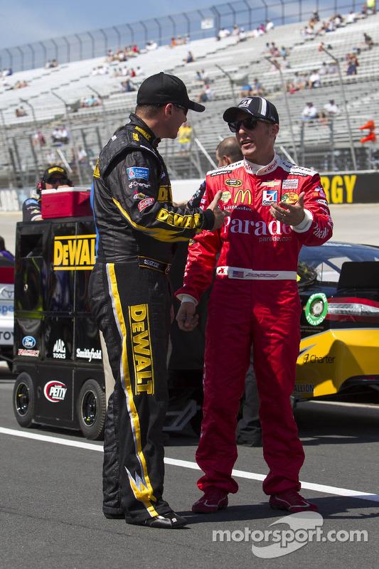 Jamie McMurray, Earnhardt Ganassi Racing Chevrolet e Marcos Ambrose