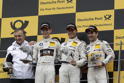 El podio, Charly Lamm, Director del Equipo BMW Team Schnitzer, Segundo lugar Marco Wittmann, BMW Team MTEK BMW M3 DTM, primer lugar Bruno Spengler, BMW Team Schnitzer BMW M3 DTM, y tercer lugar Timo Glock, BMW Team MTEK BMW M3 DTM