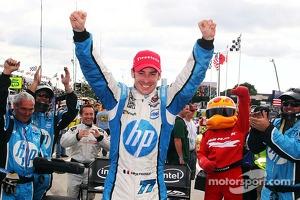 Race winner Simon Pagenaud, Schmidt Peterson Motorsport Honda celebrates