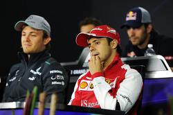 (L naar R): Nico Rosberg, Mercedes AMG F1 en Felipe Massa, Ferrari bij de FIA-persconferentie