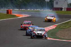 Tom Coronel, BMW E90 320 TC, ROAL Motorsport  leads Fredy Barth, BMW E90 320 TC, Wiechers-Sport