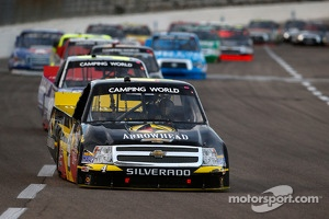 Camping World Truck drivers in tight battle at Texas Motor Speedway