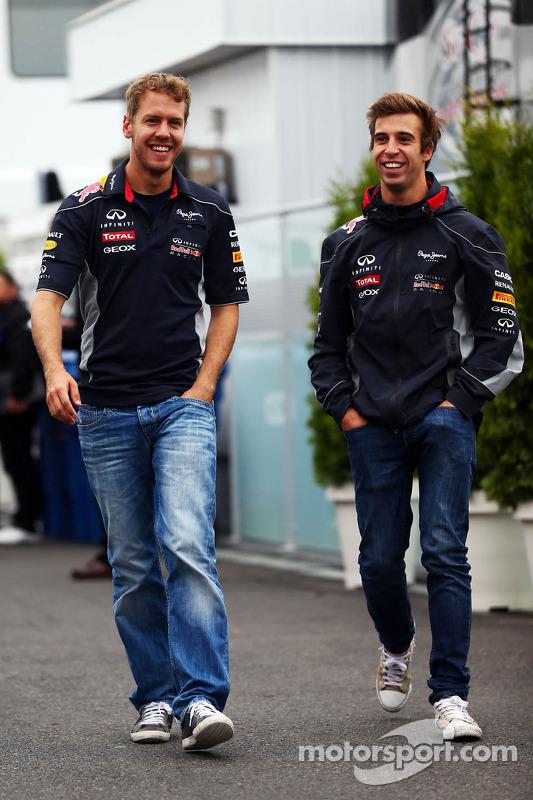 (Da esquerda para direita): Sebastian Vettel, Red Bull Racing, com Antonio Felix da Costa, piloto de testes da Red Bull Racing