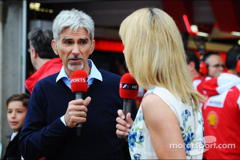 (L naar R): Damon Hill, Sky Sports-presentator met Rachel Brookes, Sky Sports F1 Reporter.