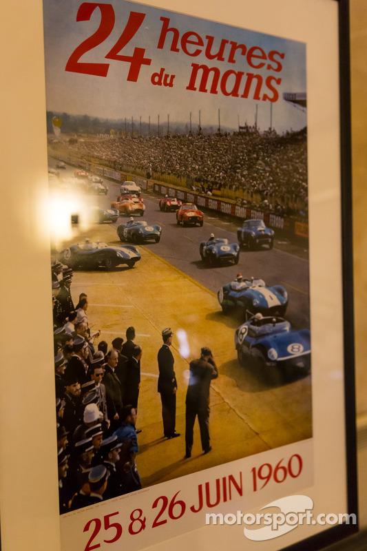 Historico pôster das 24 Horas de Le Mans em exibição