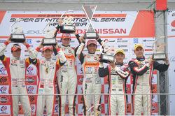 GT300 pódio: vencedores da corrida Shinichi Takagi, Takashi Kobayashi