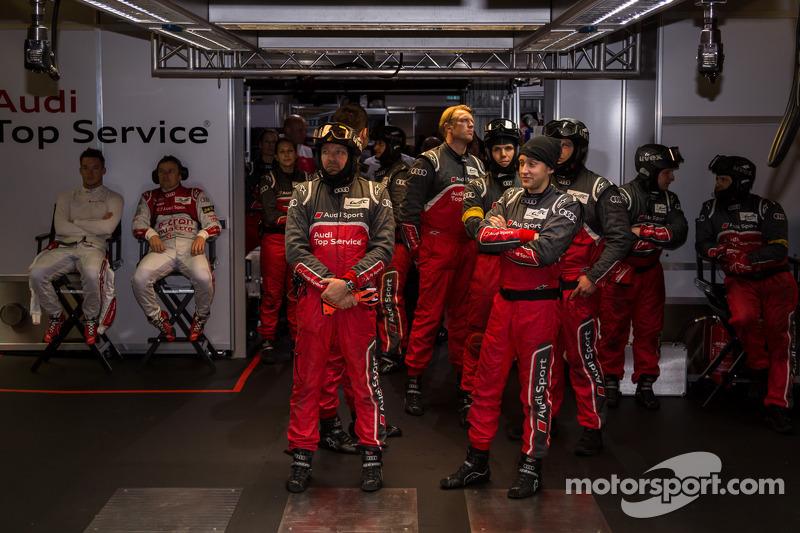 Audi #2 pits tijdens de kwalificatie