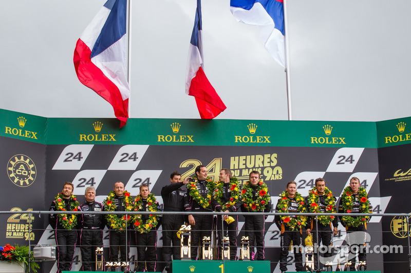 LMP2 podium: class winners Bertrand Baguette, Ricardo Gonzalez, Martin Plowman, second place Olivier Pla, David Heinemeier Hansson, Alex Brundle, third place Roman Rusinov, John Martin, Mike Conway