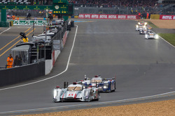 Exciting and tigh battle after the first lap between the #1 Audi Sport Team Joest Audi R18 e-tron quattro and the #7 Toyota Racing Toyota TS030 Hybrid