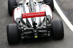 Sergio Pérez, McLaren MP4-28 alerón trasero y suspensión trasera