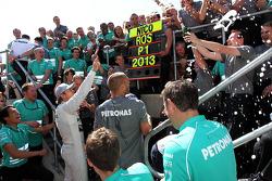 Race winner Lewis Hamilton Mercedes AMG F1 celebrates with the team
