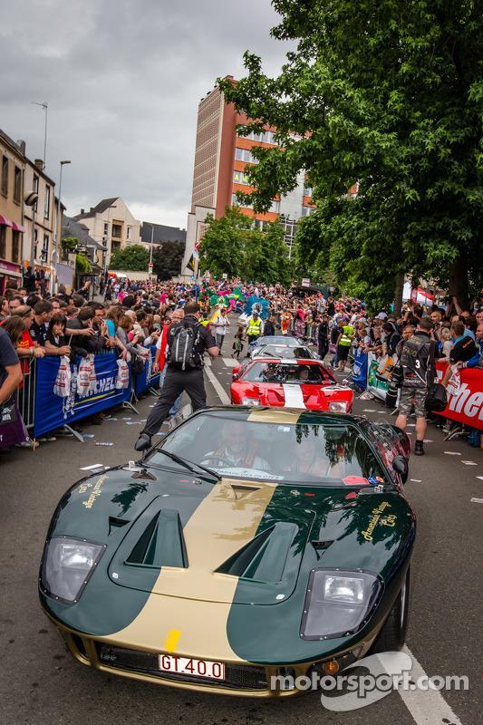 Parada Ford GT 40
