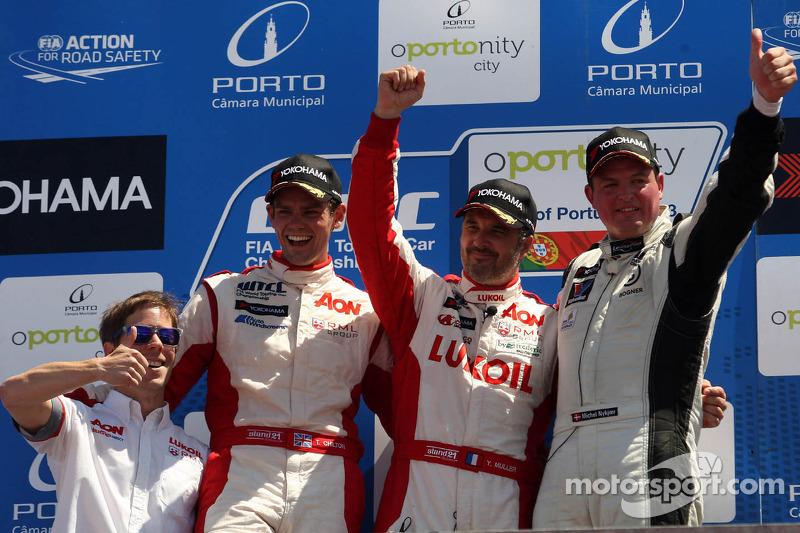 1e plaats Yvan Muller, Chevrolet Cruze 1.6T, RML, 2e plaats voor position Tom Chilton, Chevrolet Cruze 1.6T, Nika Racing