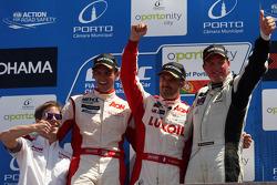 1st position Yvan Muller, Chevrolet Cruze 1.6T, RML, 2nd position Tom Chilton, Chevrolet Cruze 1.6T, Nika Racing