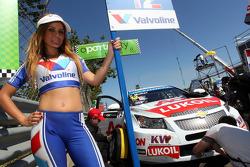 Yvan Muller, Chevrolet Cruze 1.6T, RML en Grid Girl