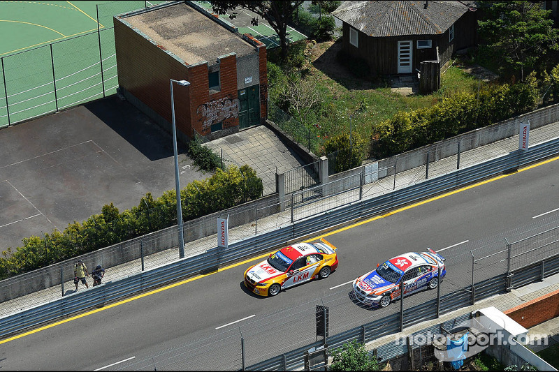 Darryl O'Young, BMW E90 320 TC, ROAL Motorsport en Charles Ng, BMW E90 320 TC, Liqui Moly Team Engstler