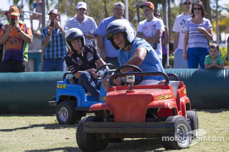 Craig Lowndes, Red Bull Racing en North Queensland Cowboys sterspeler Johnathan Thurston hebben lol