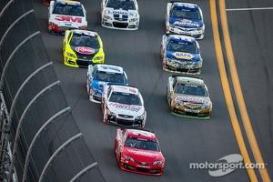 Matt Kenseth, Joe Gibbs Racing Toyota leads the field