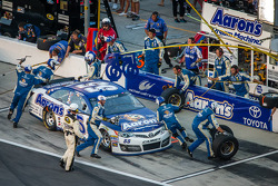 Pit stop for Michael Waltrip, Michael Waltrip Racing Toyota