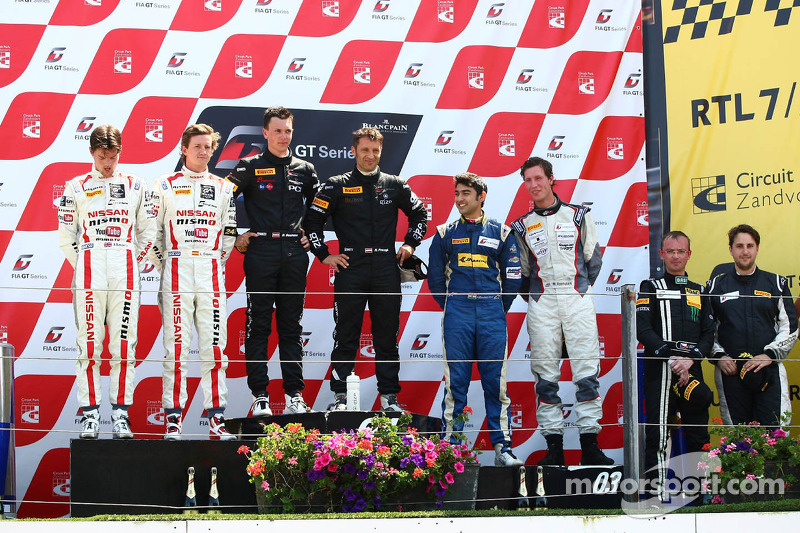 AM podium: Winnaars Hari Proczyk, Dominik Baumann, Lamborghini LP600+, Grasser Racing