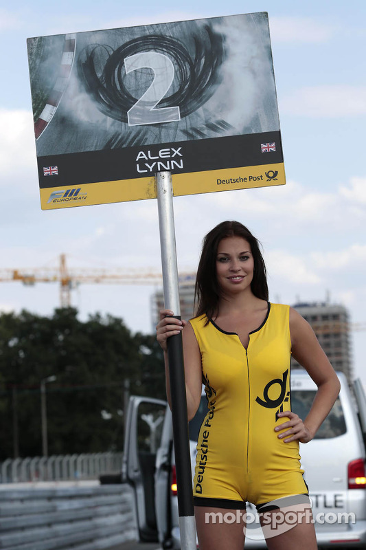 Grid girl do Alex Lynn
