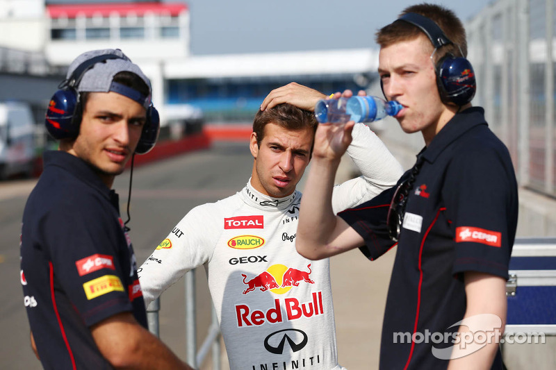 Carlos Sainz Jr., Scuderia Toro Rosso piloto de prueba, Antonio Félix da Costa, Red Bull Racing pilo