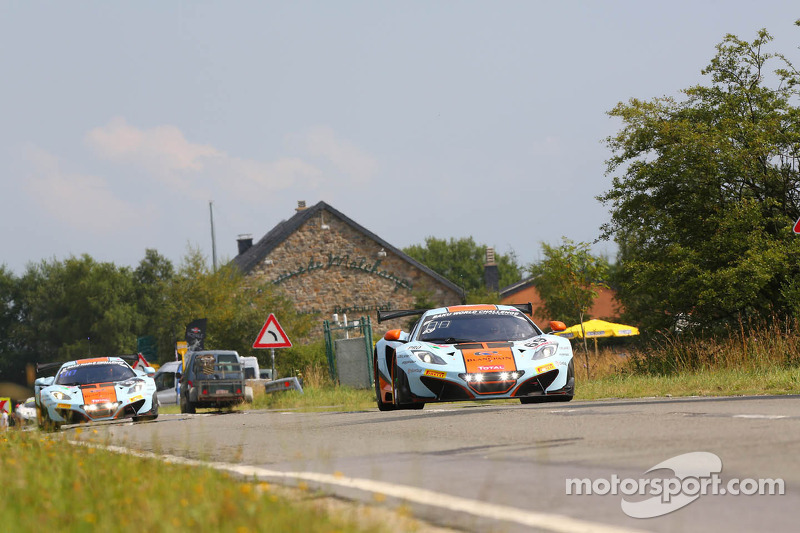 #69 Gulf Racing McLaren MP4-12C: Adam Carroll, Nico Verdonck, Rob Bell