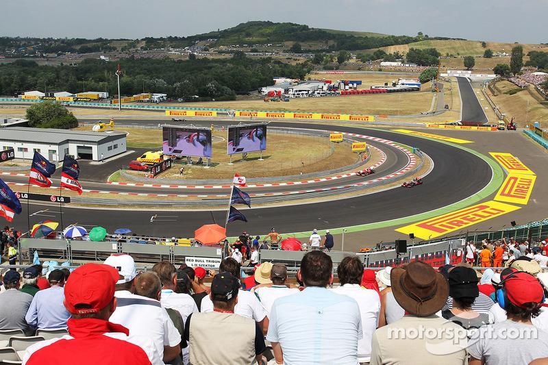Jenson Button, McLaren MP4-28 with Felipe Massa, Ferrari F138 in the pit lane
