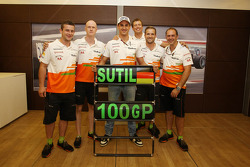 Adrian Sutil, Sahara Force India F1 celebrates his 100th GP with his crew