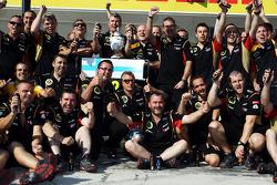 Kimi Raikkonen, Lotus F1 Team celebra a segunda posição com a equipe