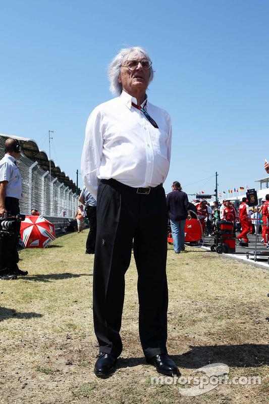 Bernie Ecclestone, CEO do Formula One Group, no grid