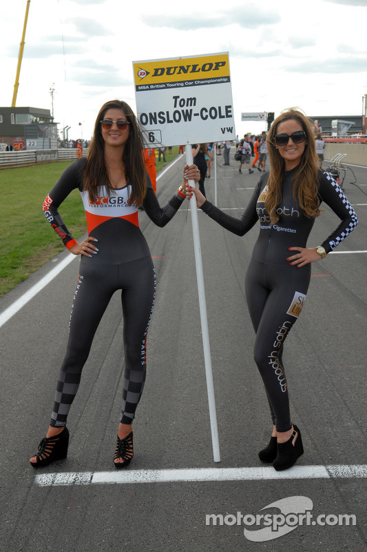 Grid Girls para Tom Onslow-Cole