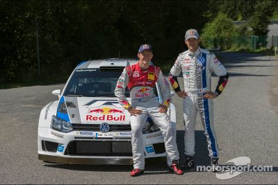 Ekström and Ogier swap cars