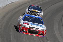 Chris Buescher, JTG Daugherty Racing Chevrolet y Ryan Newman, Richard Childress Racing Chevrolet
