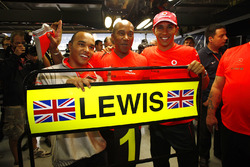 Lewis Hamilton, McLaren MP4-23, celebrates winning the drivers title with brother Nicolas Hamilton and father Anthony
