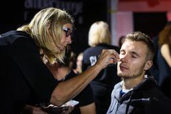 Sergey Sirotkin, Test Driver Renault Sport F1 Team al make up all'Amber Lounge Fasion Show
