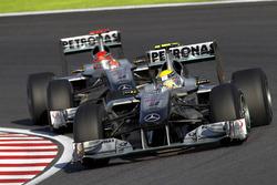 Nico Rosberg, Mercedes GP W01, precede Michael Schumacher, Mercedes GP W01
