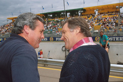 Alan Jones chats with Patrick Head, Williams