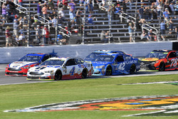 Kevin Harvick, Stewart-Haas Racing Ford, Joey Logano, Team Penske Ford and Kyle Larson, Chip Ganassi Racing Chevrolet