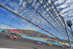 Erik Jones, Furniture Row Racing Toyota, Jimmie Johnson, Hendrick Motorsports Chevrolet
