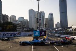Nicolas Prost, Renault e.Dams leads Sam Bird, DS Virgin Racing