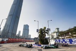 Nelson Piquet Jr., Jaguar Racing, precede Lucas di Grassi, Audi Sport ABT Schaeffler