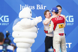 Allan McNish, Team Principal, Audi Sport Abt Schaeffler, Daniel Abt, Audi Sport ABT Schaeffler, sur le podium