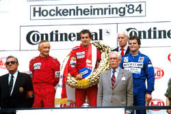 Podium: 1. Alain Prost, McLaren; 2. Niki Lauda, McLaren; 3. Derek Warwick, Renault