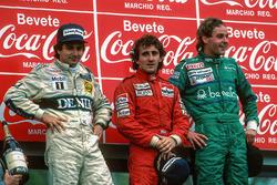Podio: ganador de la carrera Alain Prost, segundo lugar Nelson Piquet, tercer lugar Gerhard Berger