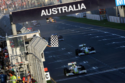 Checkered flag for Jenson Button, Brawn Grand Prix BGP 001 and Rubens Barrichello, Brawn Grand Prix BGP 001